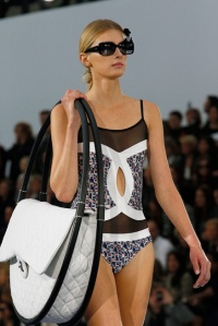 073114_Chanel_Beach_Style_slide_01