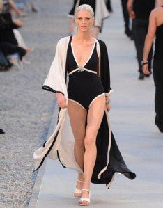chanel-resort-2012-kristen-black-white-swimsuit