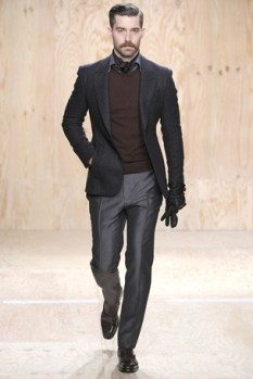I love a botton down with the sweater over. Plus the blazer makes for the perfect fall look.