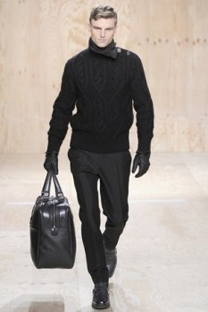 Knitted sweater!! And the whole black look... looove.